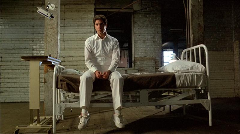 O protagonista Cameron Vale em tratamento.