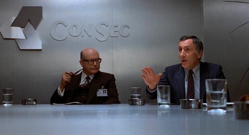 Keller ao lado do diretor da empresa.