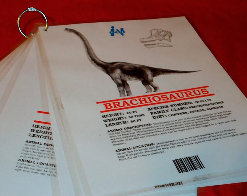 Fichas técnicas dos dinossauros criados em laboratório.